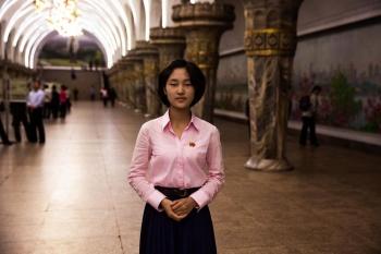 На станции пхеньянского метро.