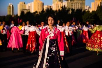 Во время государственных праздников в больших городах организуют большие танцевальные мероприятия.