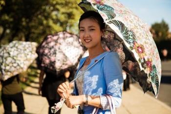 Зонтики от солнца пользуются популярностью.