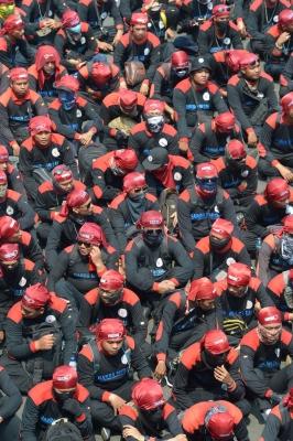 Индонезия. Джакарта. Протестующие требуют лучшей социальной защищённости, выступают против политического аутсортинга и низкой заработной платы.