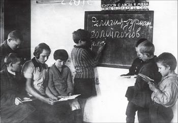 Лозунги к Пасхе. Чугуев, Харьковская область. 1931 год